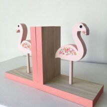 Diy Bookend Ideas 19 214x214 - 30+ Decorative DIY Bookends To Spruce Up Your Shelves