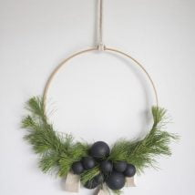 Diy Christmas Wraths 19 214x214 - 35+ Gorgeous DIY Christmas Wreath Ideas to Decorate Your Holiday Season