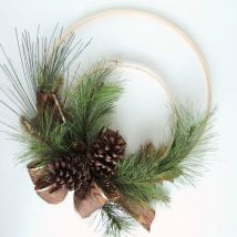 Diy Christmas Wraths 32 214x214 - 35+ Gorgeous DIY Christmas Wreath Ideas to Decorate Your Holiday Season